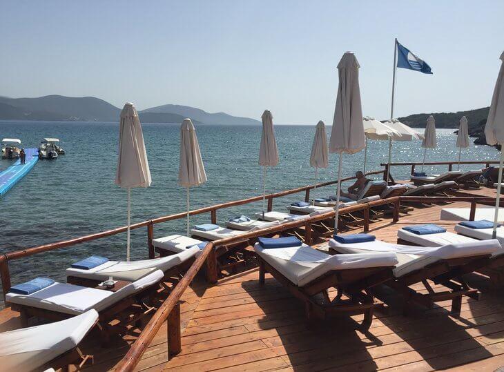 Lustica Almara Beach Club on Oblatno Beach