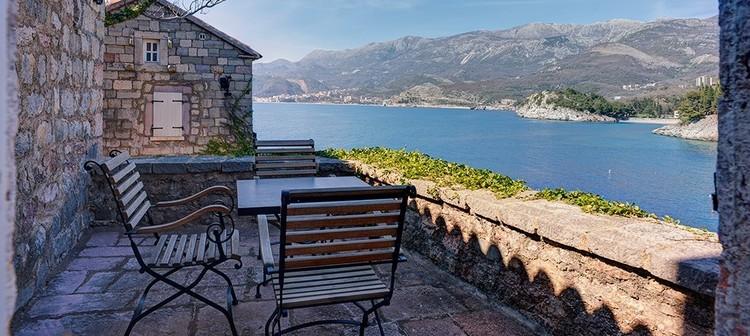 Aman Resort Hotel Sveti Stefan: 5 star luxury on a 15th century island.