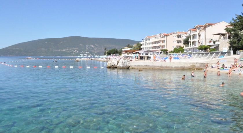 Hotel Perla guest pier and beach