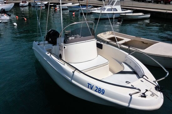 Rent a boat in Montenegro from the biggest selection online. Choose to drive yourself or have a skipper drive you around. Great for families and groups.