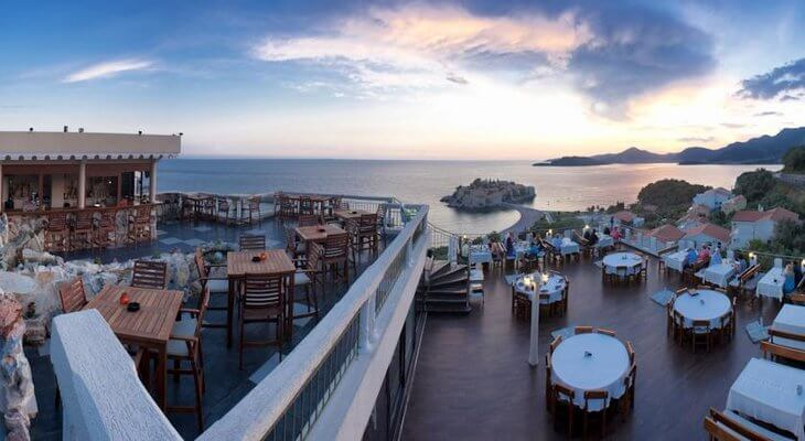 Sveti Stefan Hotel Adrovic is a budget-friendly option overlooking the hamlet and island of Sveti Stefan, Montenegro.