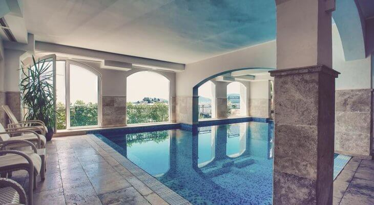 Sveti Stefan Hotel Azimut has an indoor pool overlooking the hamlet and island of Sveti Stefan, Montenegro.