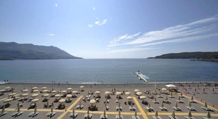 Hotel Splendid has a private beach area for guests on Becici beach, in front of the hotel