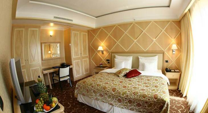 Hotel Splendid has spacious rooms suites of up to 84 sqm. The best ones are the sea view rooms overlooking Becici Beach!